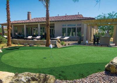 backyard-landscaping-artificial-golf-green